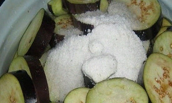 Режем и солим баклажаны