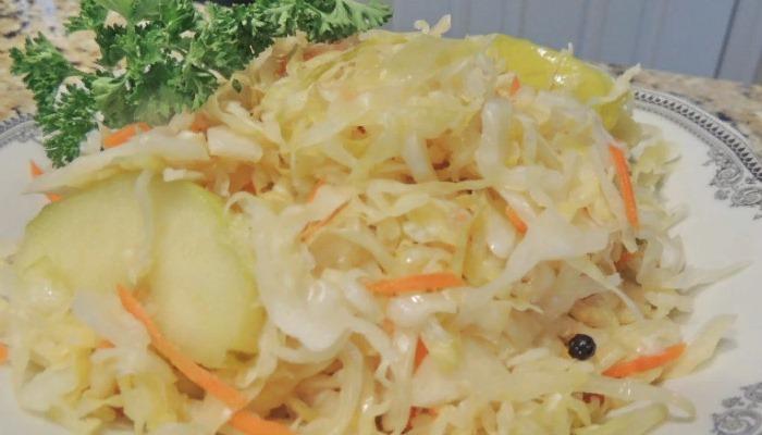 Квашеная капуста с яблоками и морковью