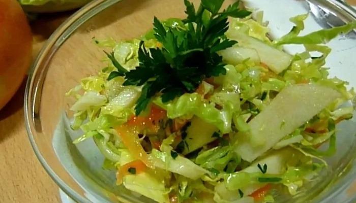 Капустный салат на зиму с яблоками