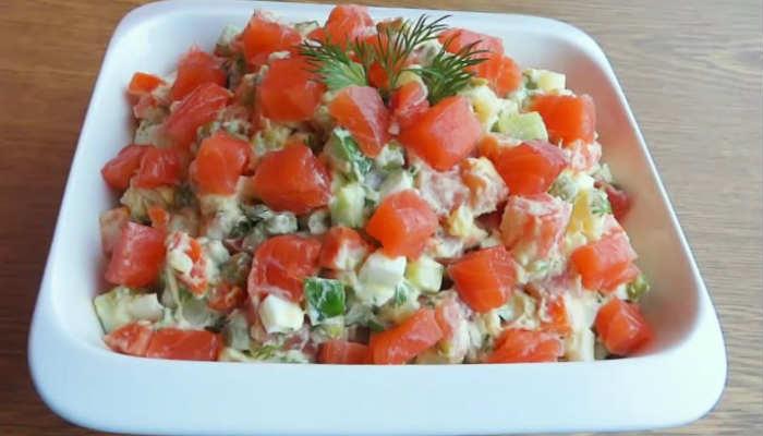 Оливье с колбасой, свежим огурцом, лососем