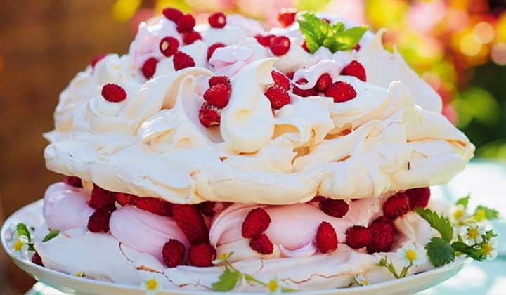 Торт Павлова с пастилой от Джейми Оливера