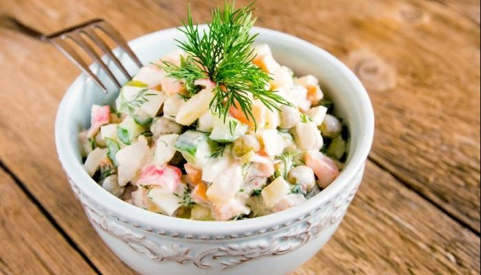 Традиционный рецепт оливье с варёной колбасой