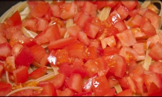 добавили к мясу помидоры
