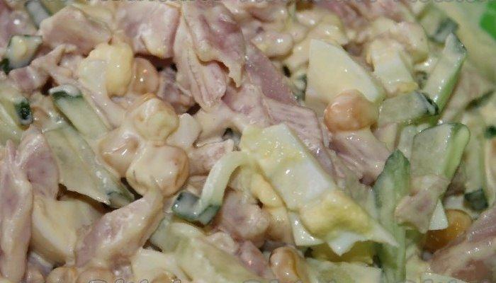 Салат с копчёной курицей грибами и огурцами