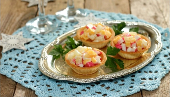 Закуска с крабовыми палочками и сыром