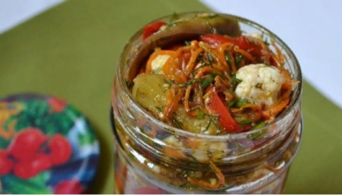 Салат из цветной капусты и баклажанов по-корейски на зиму