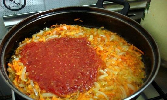 добавить томатную массу