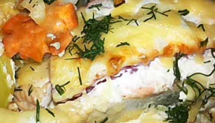 Горбуша в духовке с помидорами и сыром