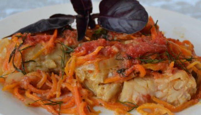 Рыба, запеченная в духовке с овощами, под соусом
