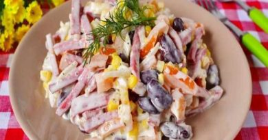 Салат с фасолью и копчёной колбасой