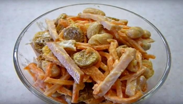 Салат с фасолью, колбасой и корейской морковью