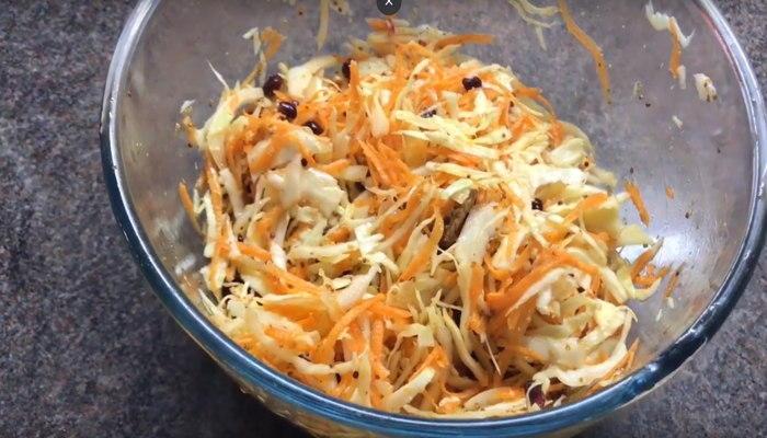 Салат с капустой и гранатом