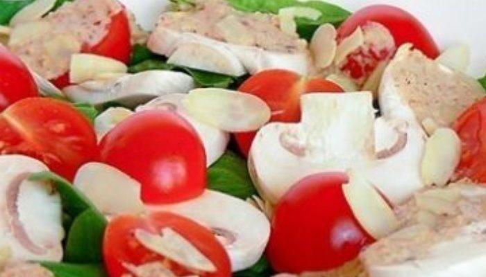 Салат с помидорами и шампиньонами