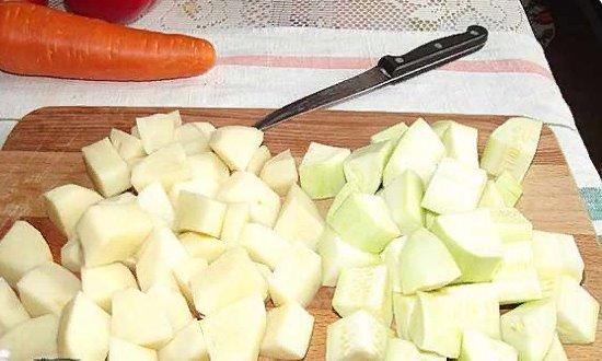 Режем картофель и кабачёк