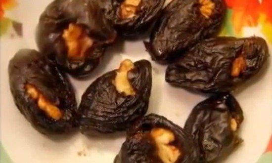 грецким орехом начинили чернослив