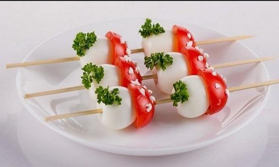 Закуска «Грибочки на шпажках»