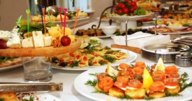 Меню на праздничный стол на день рождения дома — салаты, закуски, горячее, десерты