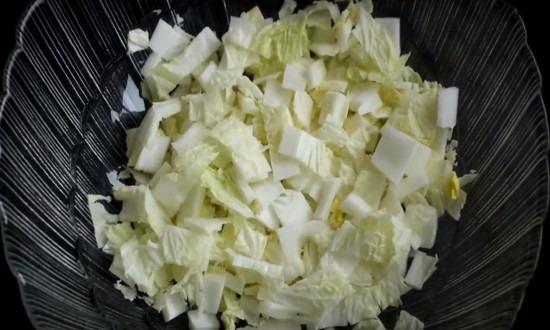 режем пекинскую капусту