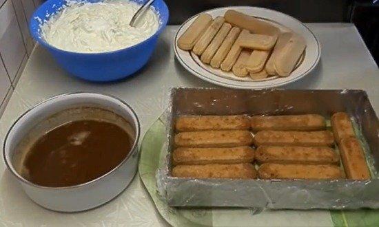 укладываем слой печенья