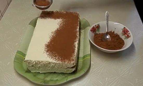 украшаем пирожное какао