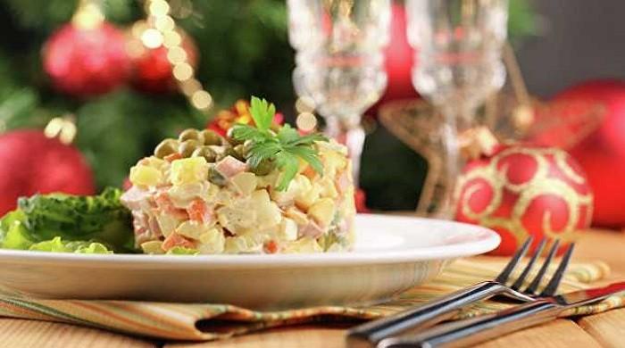 Праздничный салат Оливье с курицей на Новый Год по классическим рецептам