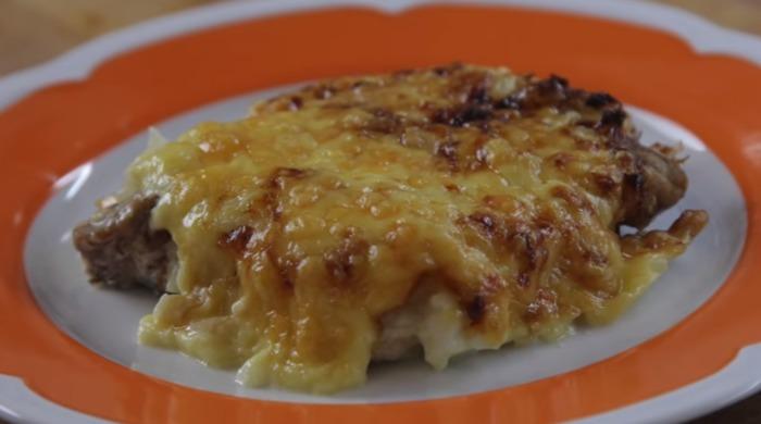 Мясо по-французски из говядины с картофелем и сыром