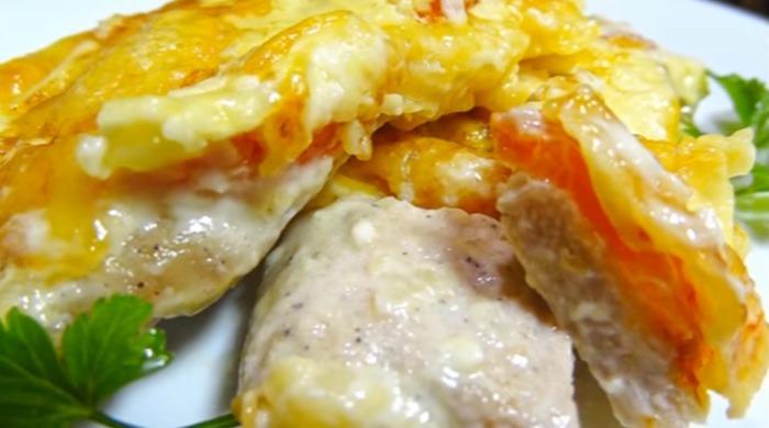 Мясо по-французски из говядины с помидорами и сыром