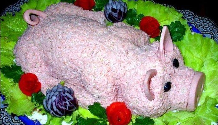 Новогодний салат «Кремлевская свинка»