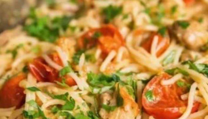 Спагетти с курицей и помидорами черри