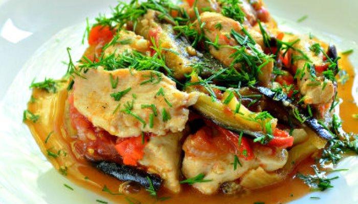 Курица, жареная с овощами