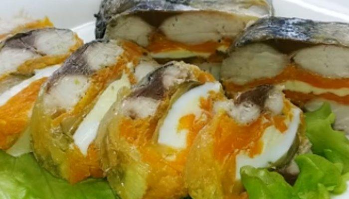 Холодная закуска из скумбрии с овощами и яйцом