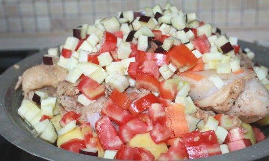 Отправляем мелкопорезанные овощи
