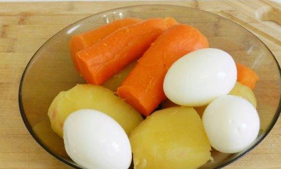 чистим овощи, яйца