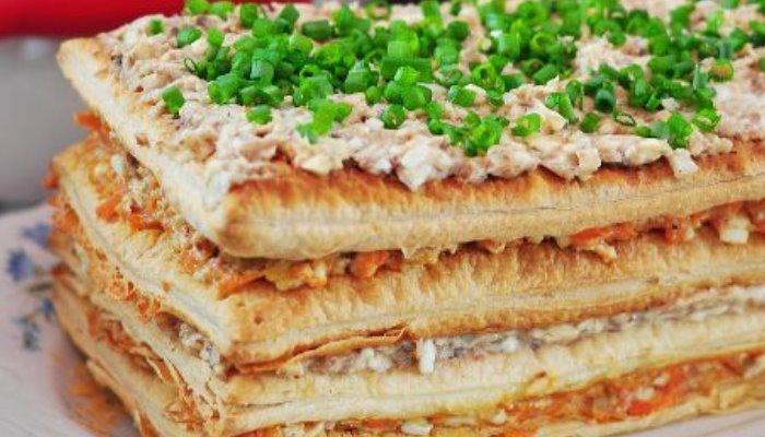 Закусочный торт с консервированной рыбой