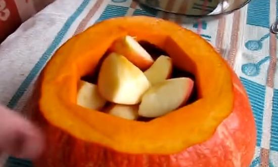 яблоки укладываем в тыкву