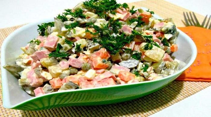 Очень вкусный салат Оливье с мясом, по классическим простым рецептам
