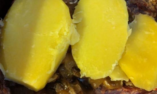 картофель укладываем на грибы
