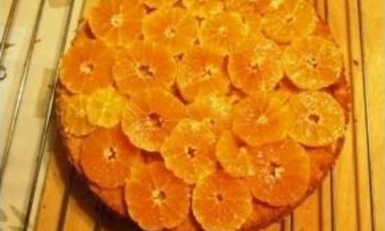 украшаем пирог мандаринами