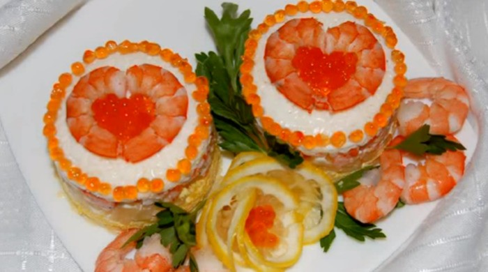 Салат с креветками и ананасом «Комплимент»