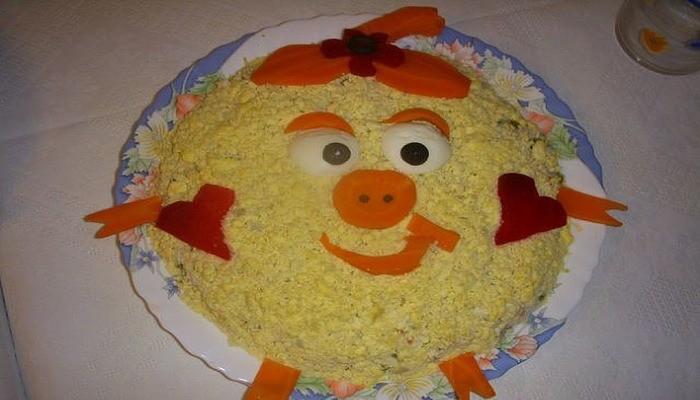 Слоеный новогодний торт-салат «Волшебная Нюша»