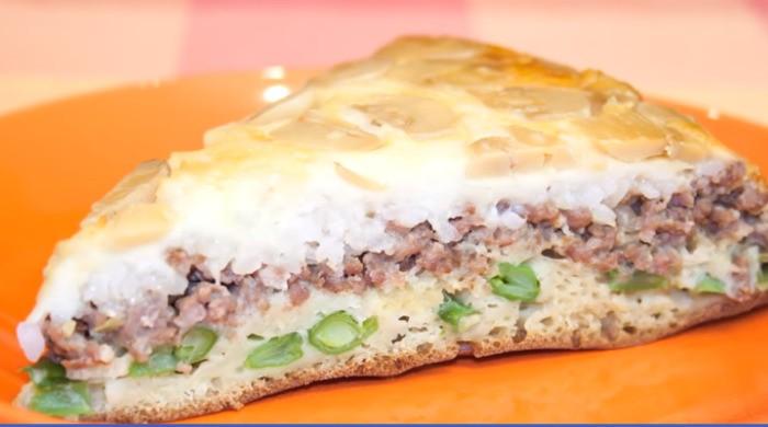 Заливной пирог с мясом, грибами и сыром