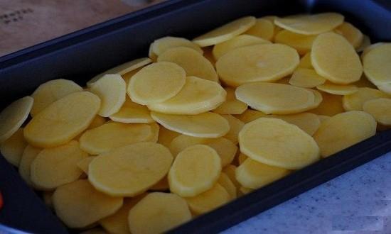 картофель на противень