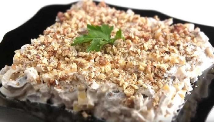 салат с кальмарами на праздничный стол