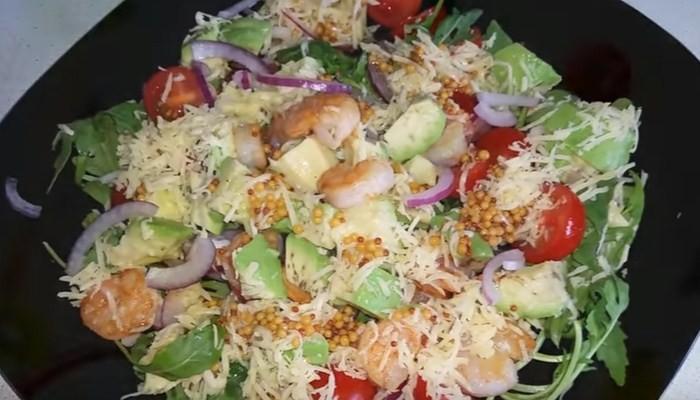 Салат из креветок с французской горчицей