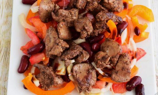 выкладываем на блюдо салат