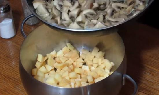 соединяем грибы с картофелем