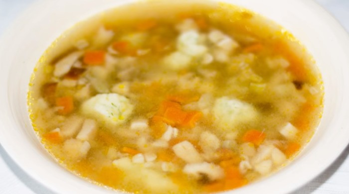 Грибной суп с клецками из замороженных белых грибов