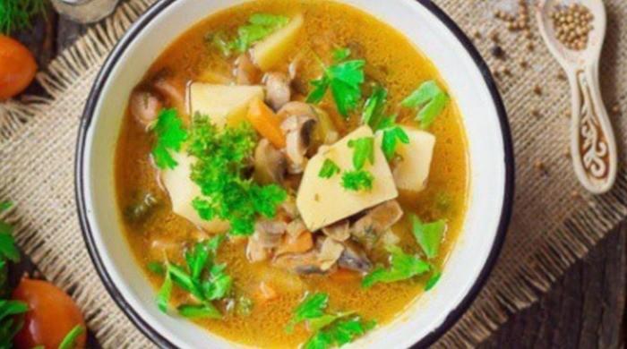 Сварить суп из шампиньонов моркови и лука