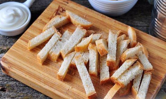 режем хлеб брусочками