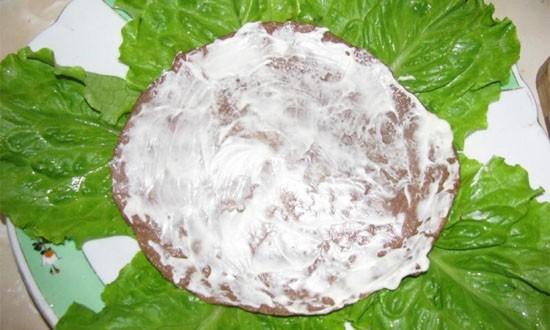 промазываем блин йогуртом
